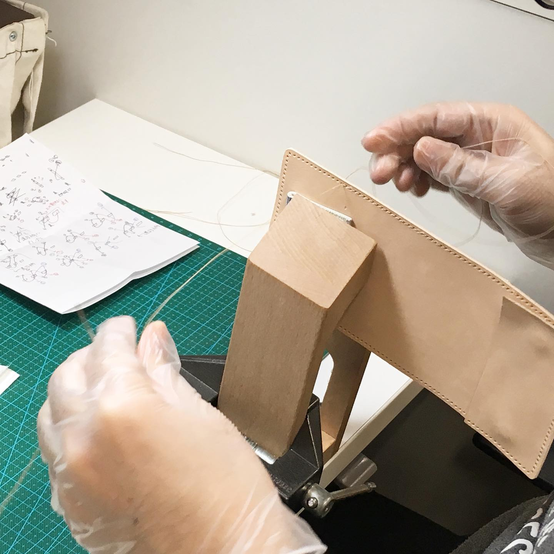 縫い師の手元写真